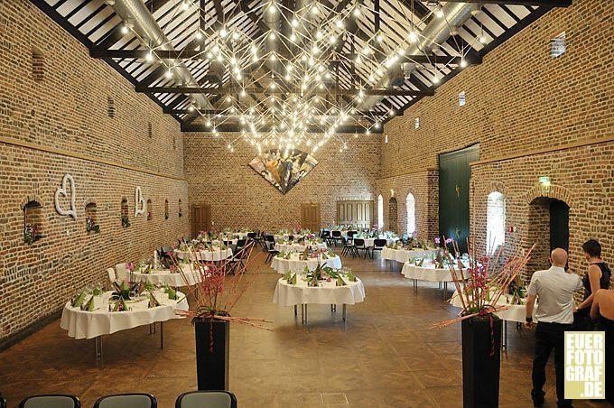 Hochzeit feiern im Schloss Burgau, Düren. Hochzeitsfotos